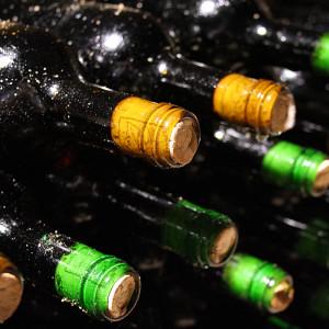 Bottiglie accatastate Ondrej Verzich